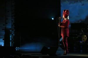 Sia+E+Networks+Shining+Light+Concert+GEASFCzFEU5l